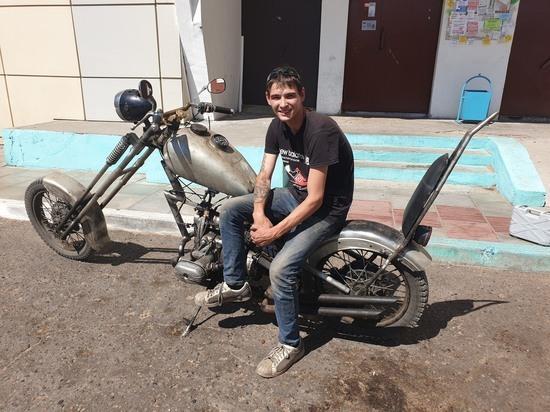 Житель Улан-Удэ собрал в огороде чудо-мотоцикл