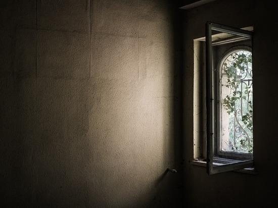 В Бурятии девочка в лагере выпала из окна корпуса