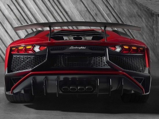 Попытку гаишников догнать Lamborghini высмеяли в Сети