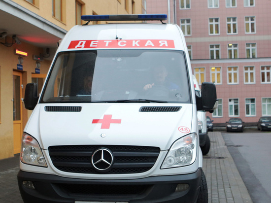 Москвич пробил голову месячной дочке хрустальной вазой: целился в жену