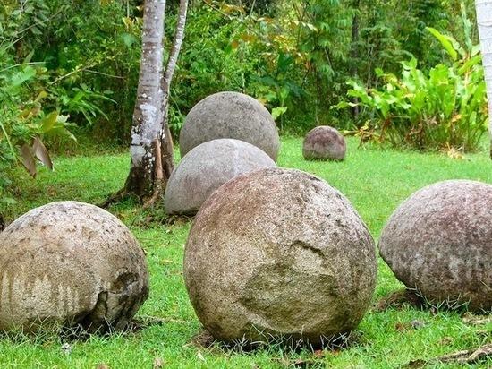 В одном из карьеров Бурятии нашли загадочные круглые камни