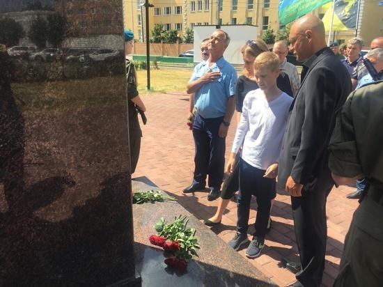 Союз десантников наградил посмертно убитого в драке спецназовца Никиту Белянкина