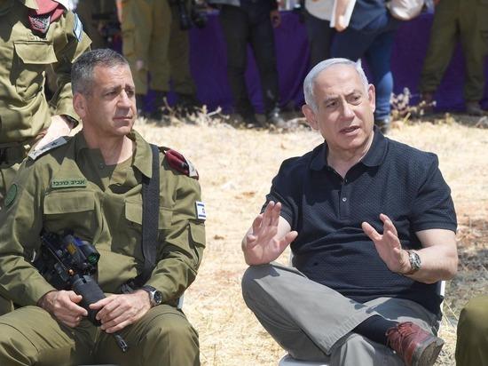 Биньямин Нетаниягу вместе с начальником Генерального штаба генерал-лейтенантом Авивом Кохави наблюдал за армейскими учениями