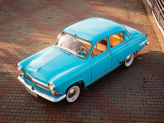 «Все улыбаются, когда видят мои машины на улице»: красноярец коллекционирует старые «Волги»