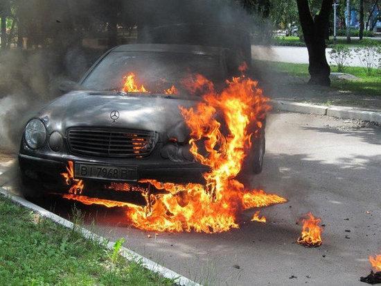 Ранним утром в Калининграде горел «Mercedes»