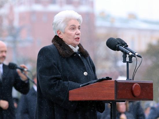 """Солженицына обозвали лжецом: вдова назвала испортивших памятник """"отморозками"""""""