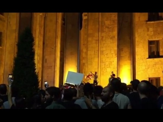 В Тбилиси протестующие начали