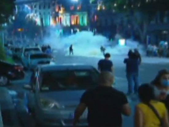Спецназ разогнал митингующих перед зданием грузинского парламента