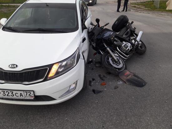 В Новом Уренгое иномарка сбила мотоциклиста