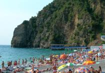 Украинские туристы устроили аншлаг на границе с Крымом