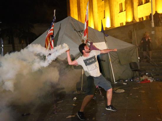 Кресло Гаврилова и беспорядки в Грузии привели к Саакашвили