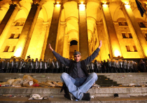 Протестующие в Тбилиси не допускают оппозиционных политиков к митингу