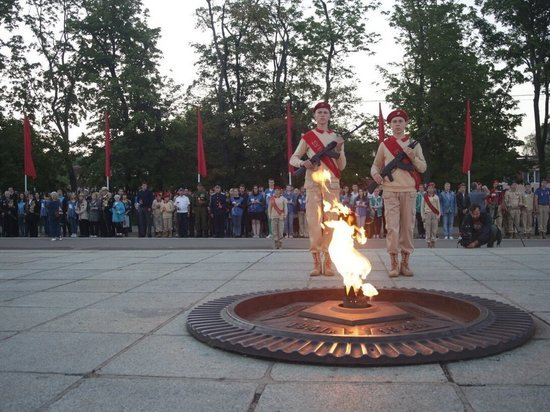 Более 500 калининградцев в четыре утра зажгли «Свечу Памяти»