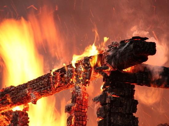 В поселке под Зеленоградском сгорела баня