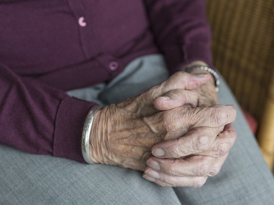 Тяжелое наследство: назван главный фактор риска Альцгеймера