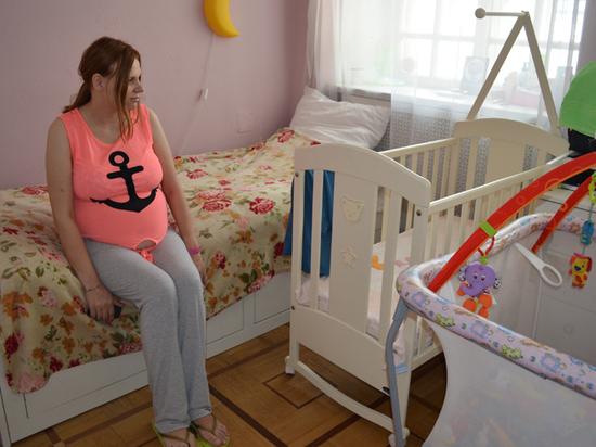 Спасательный круг отчаявшимся мамам: где протягивают руку помощи обездоленным женщинам