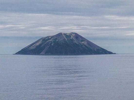 На Курильском вулкане Райкоке произошло извержение после века затишья