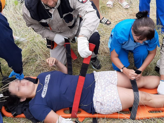 Спасатели спустили вниз туристку, упавшую с верблюда на Безумной горе
