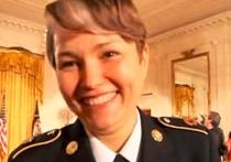 В субботу в Нью-Йорке найдена мертвой уроженка России 37-летняя Алла Аушева. Женщину, служившую в Национальной гвардии США, забили до смерти в собственном доме, а двое ее детей утонули в ванной. В совершении преступления подозревают  сожителя Аушевой Шейна Уокера.
