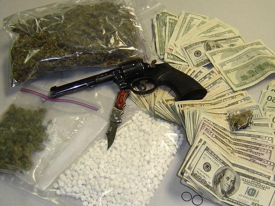 С осужденного воронежского наркоторговца взыскали крупный штраф