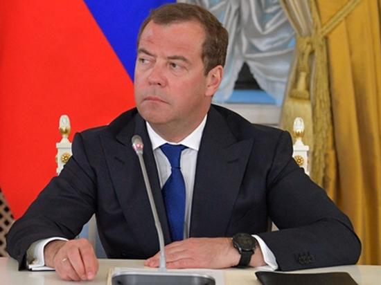 Медведев прибыл во Францию восстанавливать отношения
