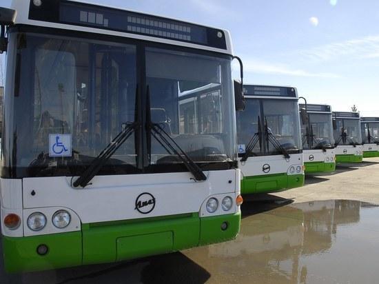 В Ноябрьске женщины пожаловались на неудобные автобусы