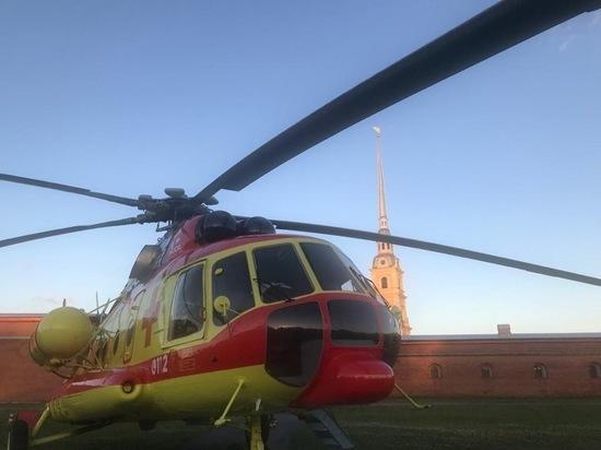 Мужчину госпитализировали на вертолёте из Петропавловской крепости в республиканскую больницу