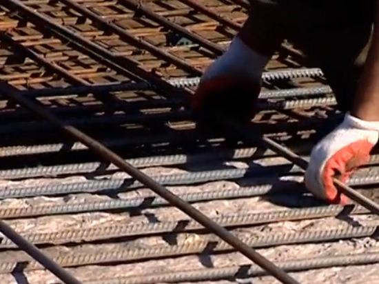 Под Ярославлем свисающая с моста арматура повредила 16 машин