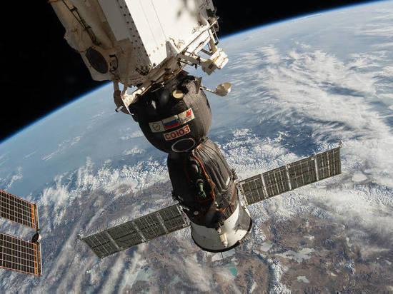 Три космонавта приземлились в Казахстане спустя семь месяцев полётов