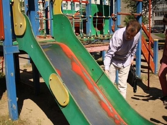 Игровые площадки в красноярских дворах назвали небезопасными