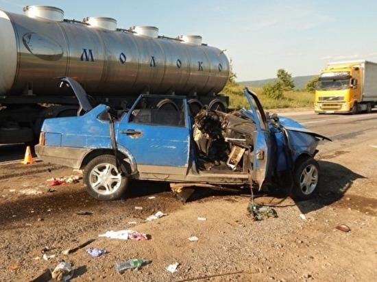 Под Ашой на трассе М-5 в аварии пострадали девять человек, среди них пятеро детей