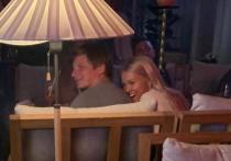 Аршавин отметил день развода в компании сексуальной блондинки