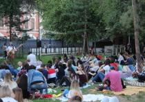 «Кино под звездами»: волгоградцев зовут посмотреть кино на траве