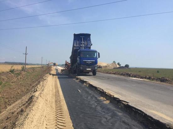 В Рыбновском районе ремонтируют дорогу к родине Сергея Есенина