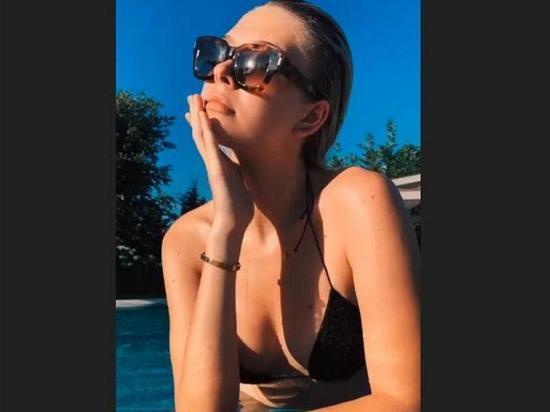 Фото дочери Веры Брежневой в бикини взбудоражили Сети