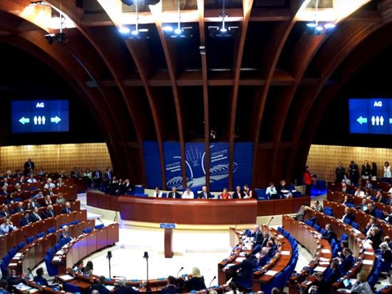 Делегация Украины вышла из зала заседаний ПАСЕ из-за россиян