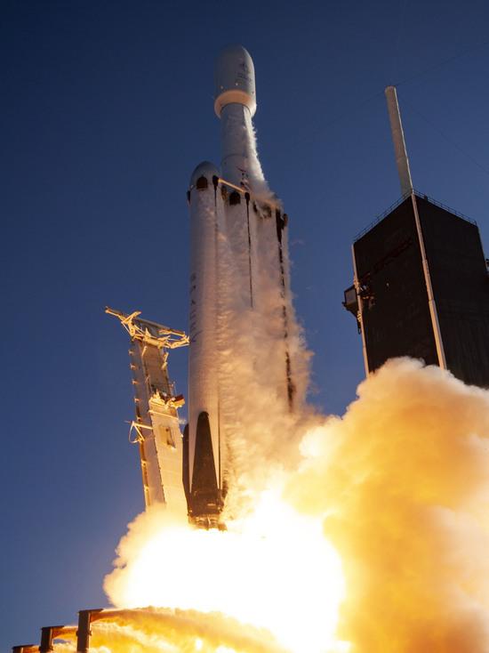 В США отправили в космос Falcon с прахом 152 человек