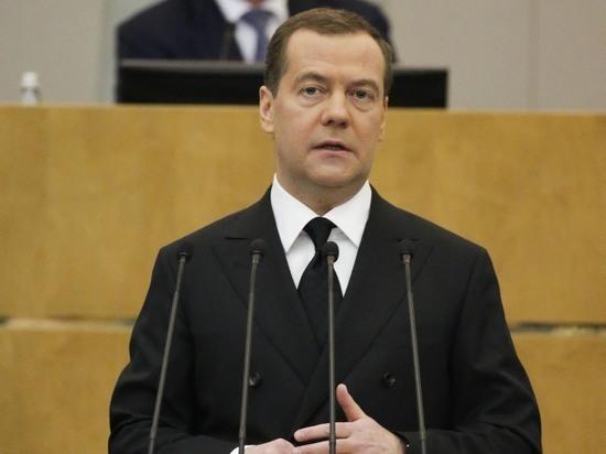 Медведев повысил в 200 раз пособие на детей в малообеспеченных семьях