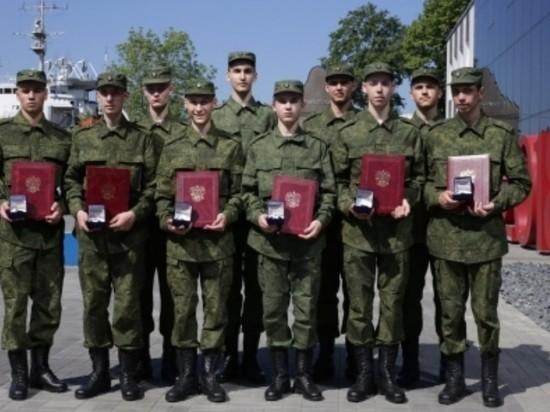 10 призывников из Калининграда отправят на службу в Президентский полк