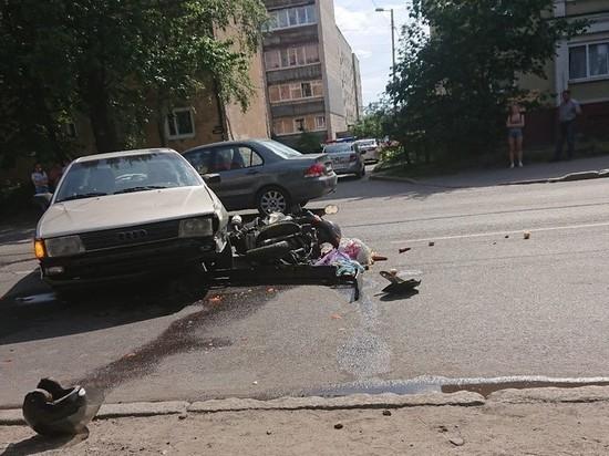 В Калининграде госпитализировали скутериста попавшего в ДТП