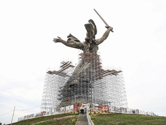 В Волгограде на скульптуру Родины-матери наденут 51-метровые леса