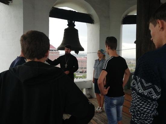 В Улан-Удэ осужденные подростки посетили Свято-Троицкий храм