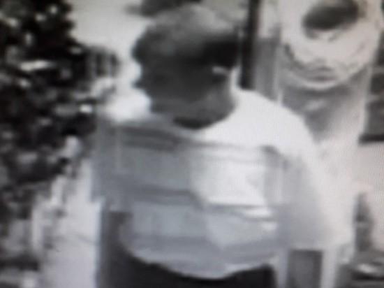 В Новотроицке ищут человека, который украл шуруповерт