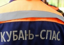 Спасатели вытащили мужчину, застрявшего в жёлобе «ливнёвки» в Темрюке