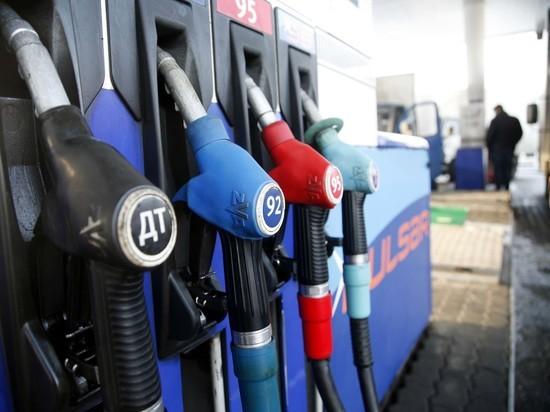 Россияне ездят заправлять автомобили в Казахстан, где бензин вдвое дешевле