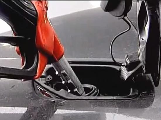 Эксперт предсказал рост цен на бензин до 120 рублей за литр