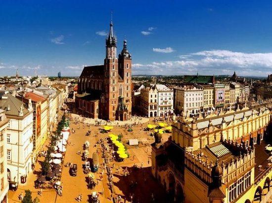Молодежь в Польше освободили от налогов