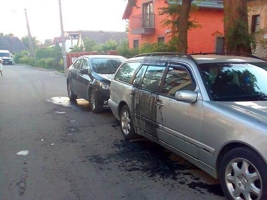 В Зеленоградске неизвестные облили автомобили стоками из канализации