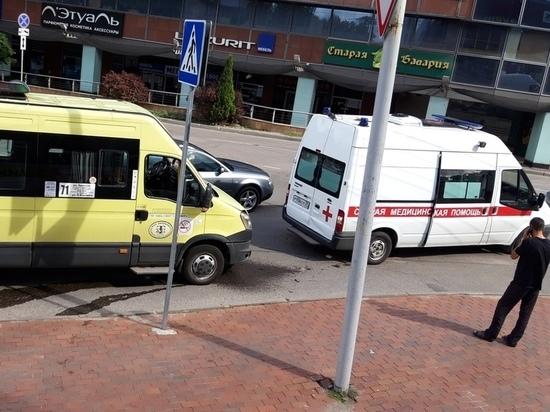 В Калининграде маршрутка врезалась в машину скорой помощи