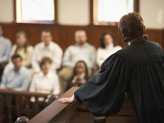 Присяжные попросили снисхождения для мужчины, выбросившего любимую в окно